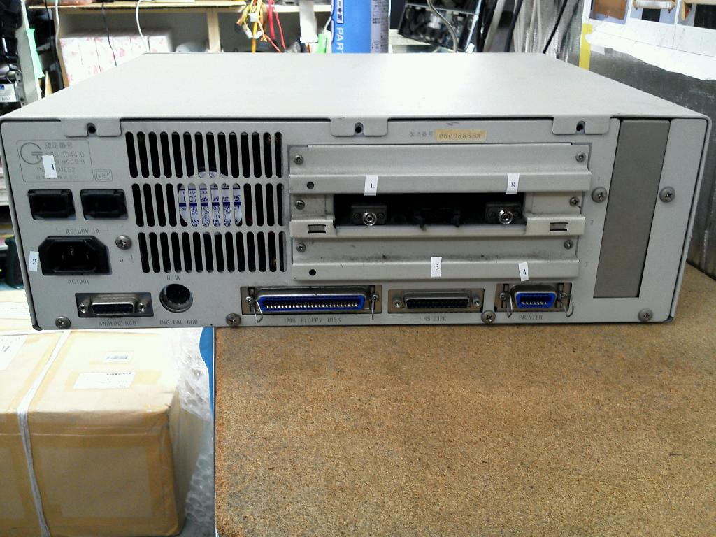 NECPC9801ESの旧型PC修理の写真0